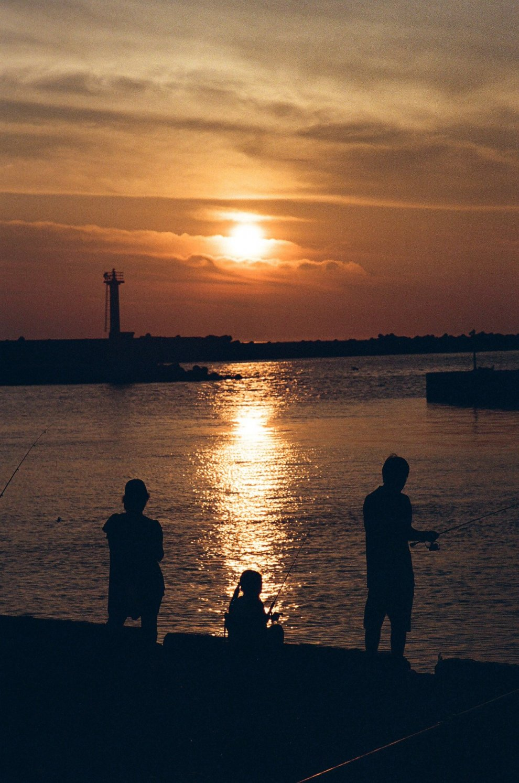 Carl Zeiss Sonnar T* 90mm F2.8 (G) 作例 夕暮れ時の海で撮影したスナップ写真