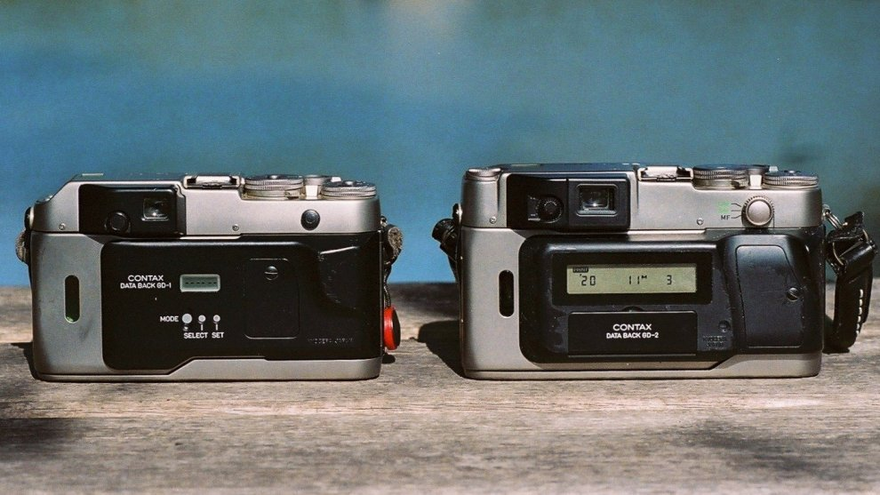 左:G1用「データバック GD-1」 / 右:G2用「データバック GD-2 マルチファンクションタイプ」