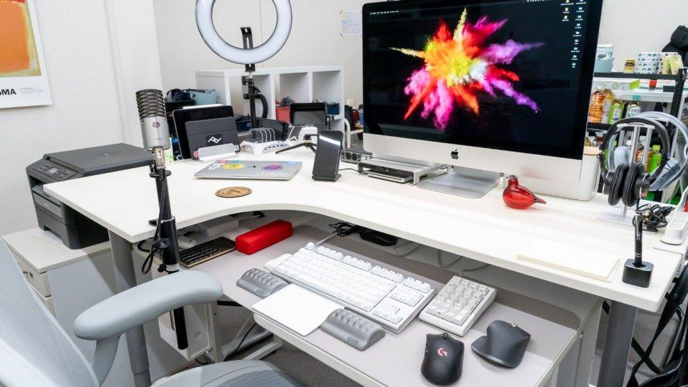 デザイナー兼YouTuberのiMacデスク環境